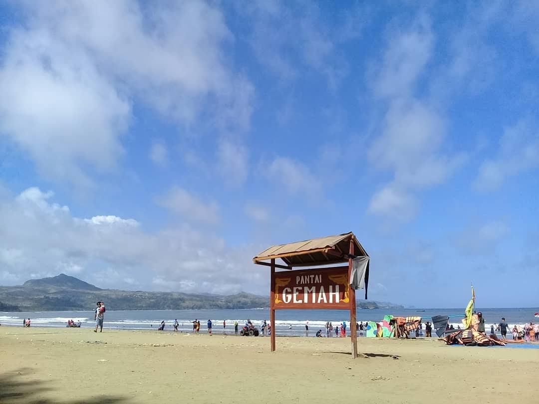 Tiket Masuk dan Fasilitas Pantai Gemah Tulungagung