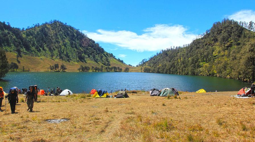 Gunung Semeru (3.676 mdpl) - Malang dan Lumajang dan Ranukumbolo