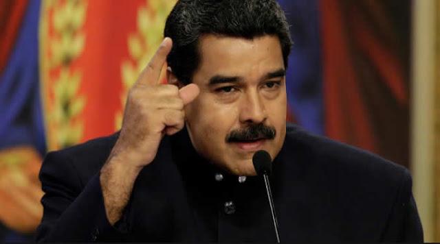 """El mandatario venezolano, Nicolás Maduro, pidió a su gabinete ejecutivo poner sus cargos a la orden para una """"reestructuración profunda de los métodos y funcionamiento"""" de su Gobierno a fin de """"blindar"""" al país ante cualquier """"amenaza"""", informó este domingo la vicepresidenta Delcy Rodríguez."""