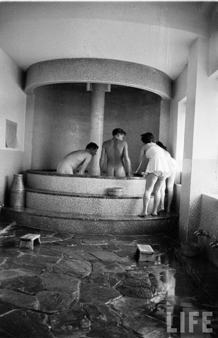 A Look Inside a Tokyo Bath House in 1951  vintage everyday