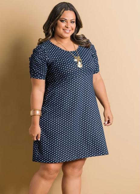 vestido de bolinha plus size