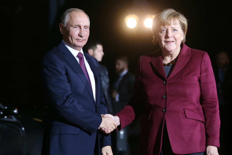 Angela Merkel pressiona Putin pelo fim da perseguição contra LGBTs na Chechênia