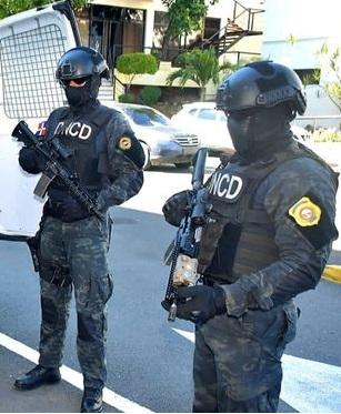 BARAHONA: POLICÍA NACIONAL APRESA DOS HOMBRES QUE SE HACÍAN PASAR POR MIEMBROS DE LA DNCD