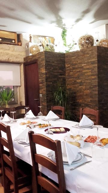 mesa de restaurante regional em Melgaço