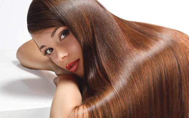 أفضل 10 وصفات لتطويل الشعر وتكثيفه