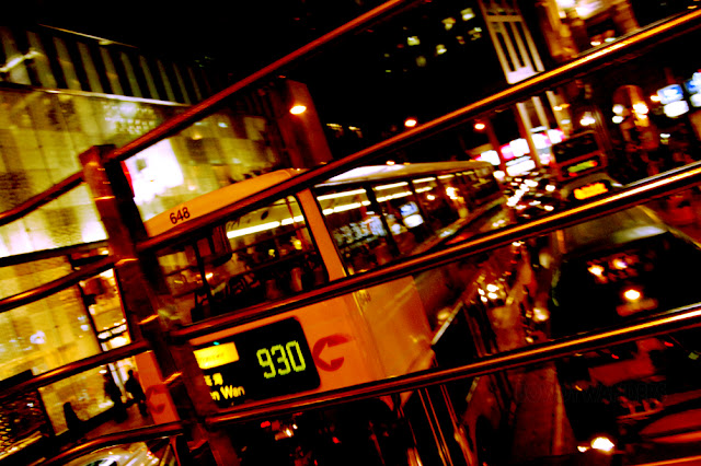 bowdywanders.com Singapore Travel Blog Philippines Photo :: Hong Kong :: Unbelievable: Open Top Bus Ride at Night in Hong Kong