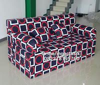 Sofa bed Inoac motif kotak hitam merah inoactasik