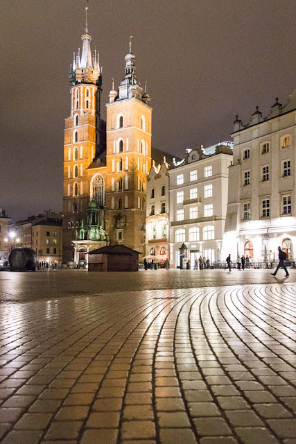 piazza cracovia cattedrale notte