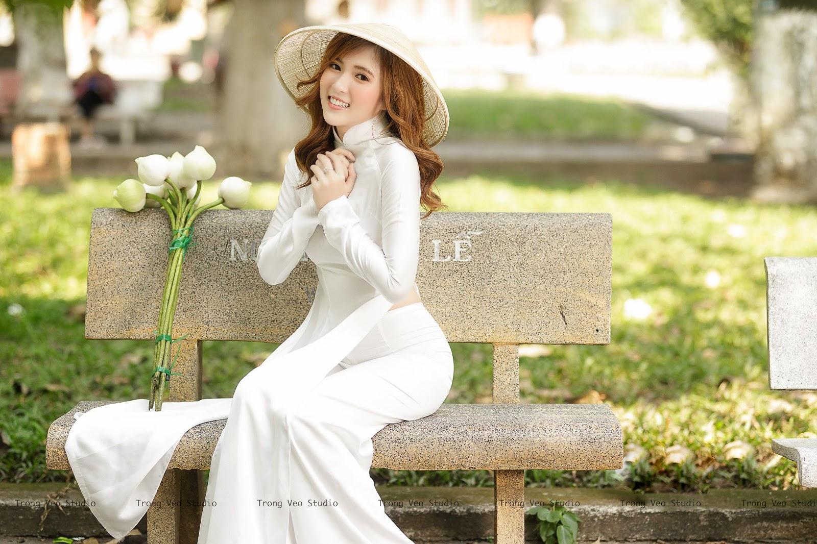 Ngắm ảnh gái xinh Kiều Ngân xinh đẹp như ngọc trong tà áo dài trắng
