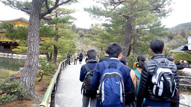 Group Anak Sekolah di Jepang