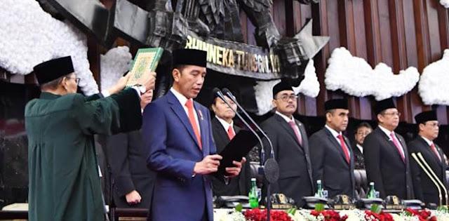 Jokowi Ditantang Bersumpah di Atas Kitab Suci Menolak 3 Periode