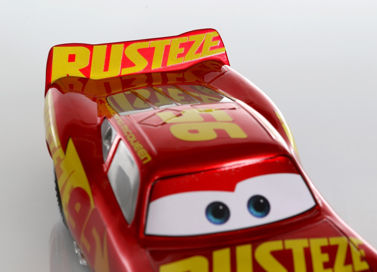 jada 1:24 scale rust-eze racing center lightning Mcqueen diecast