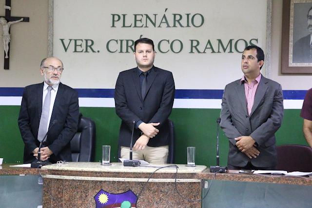 DESTAQUE: Vereadores aprovam proibição do fornecimento de canudos de plástico e projeto de estruturação de cargos para realização do concurso público da Câmara