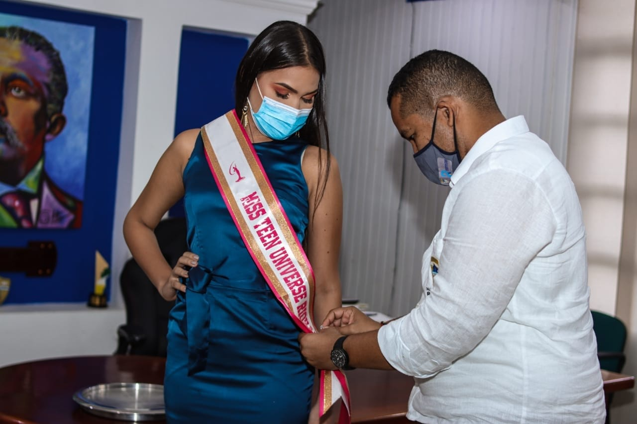 hoyennoticia.com, Imponen banda a candidata a Miss Teen Universe Colombia de Riohacha
