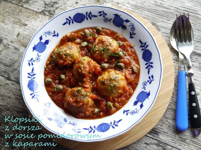 Klopsiki z dorsza w sosie pomidorowym z kaparami - Czytaj więcej »