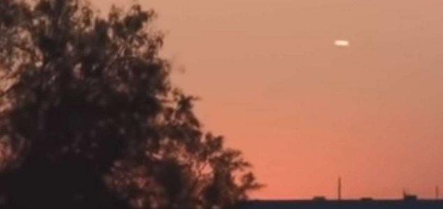 UFO hình điếu xì gà được quay lại ở Fort Worth, Texas