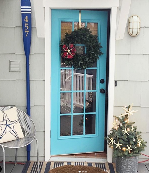 Coastal Christmas Entry Door Decor Idea