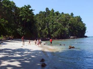 Pantai Karang Pandan Pasir Putih di Cilacap