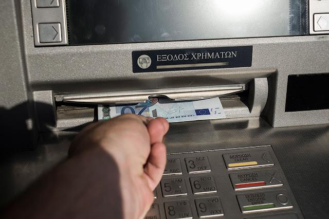 Νέες χρεώσεις για αναλήψεις μέσω άλλων τραπεζών από σήμερα 1 Ιουλίου