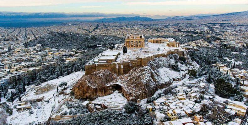 Από το μεσημέρι ξεκινά το σόου του χιονιά στην Αθήνα και… ίσως χιονοκαταιγίδα!