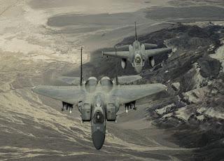 USAF pondera substituir o F-15 pelo F-16