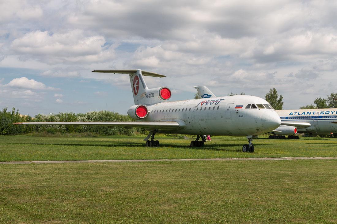 Самолёт Як-42