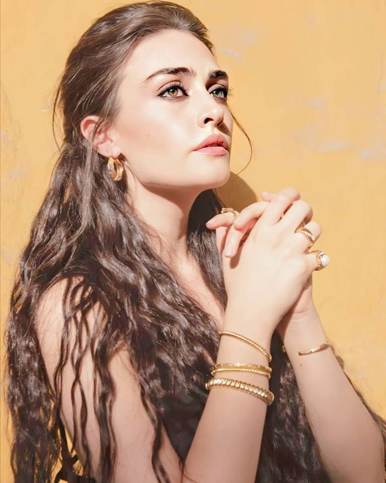 Esra Bilgic aka Halima Sultan's Cover Shoot for Hello Pakistan Magazine