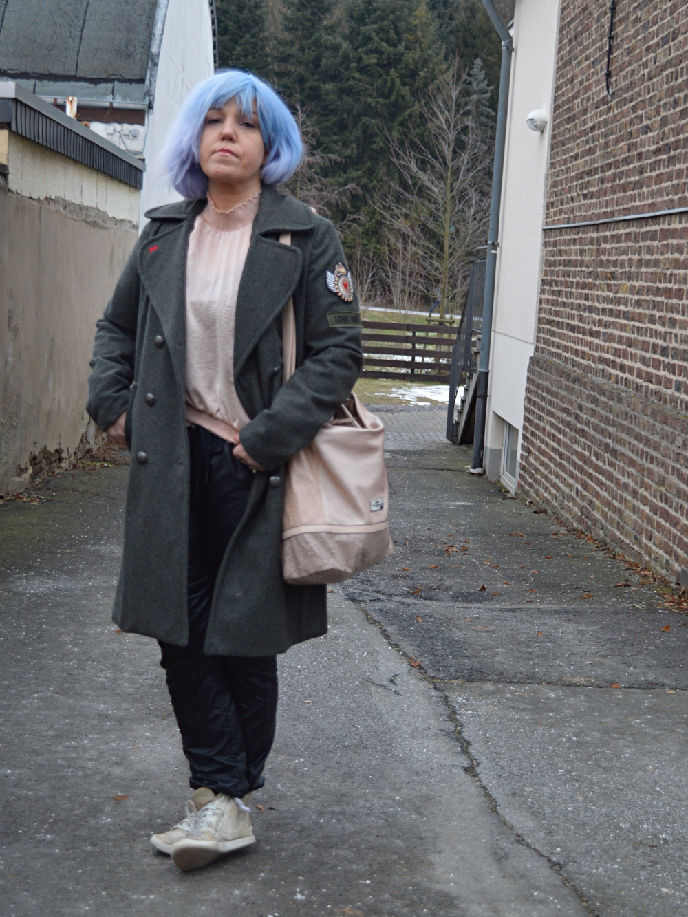 LOVE-GANG - Military Coat and Bluse in altrosé