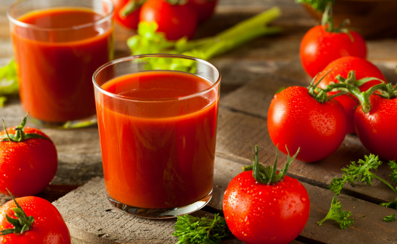 Suco detox de tomate para remover impurezas do corpo