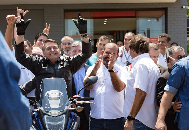 Honda NC 750 X 202 azul: a nova moto de Jair Bolsonaro