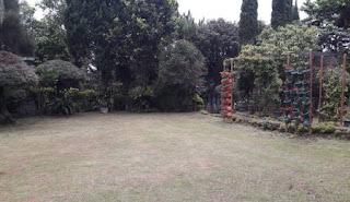 Halaman depan villa gartik