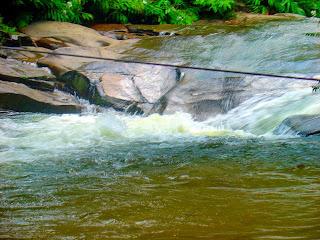 Corda em Meio à Cachoeira do Escorrega, Sana, Rio de Janeiro