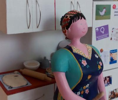 Maqueta personalizada mujer feminista en la cocina, regalo de cumpleaños original