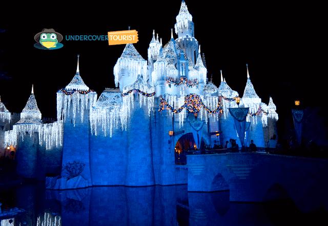Iluminación castillo Disneylandia California en Navidad