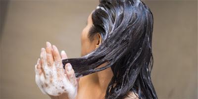 Berikut ini Tips dan Trik Penggunaan Shampo Agar Hemat