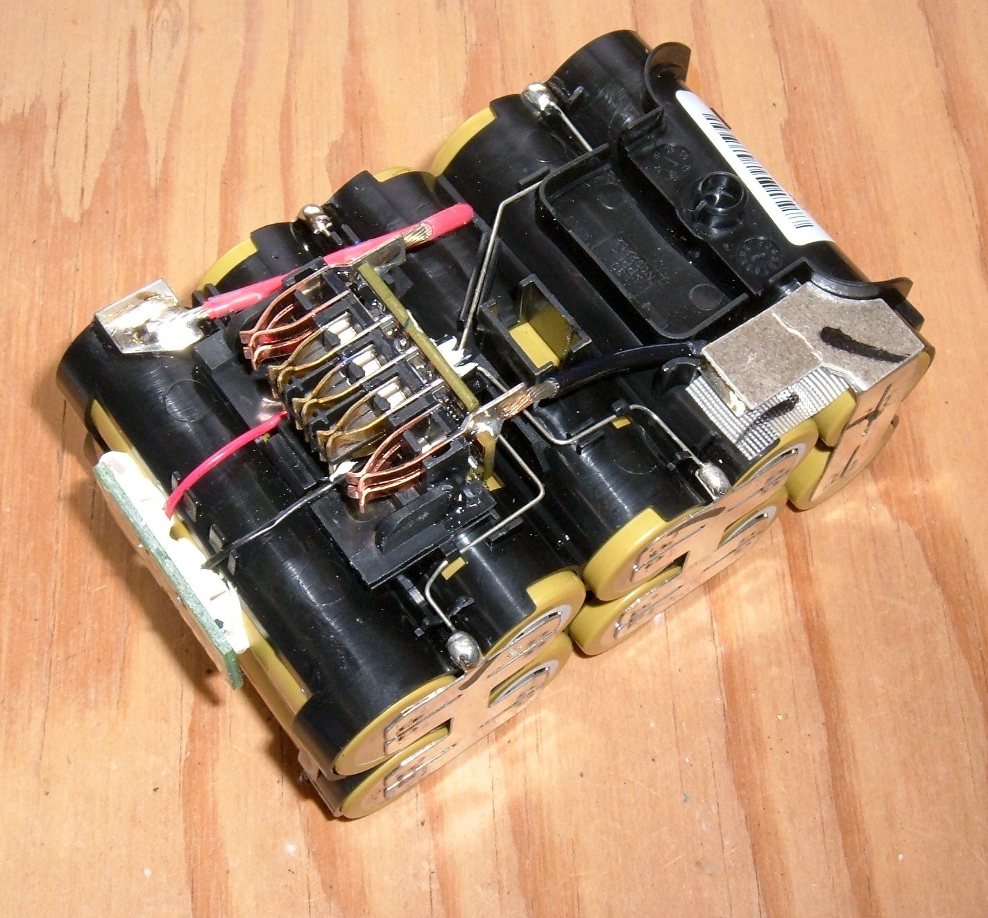 Syonyks Project Blog Dewalt 20v Max 30ah Battery Pack Teardown Of The Guage And To Positive Side Below Is A Diagram Led Board Secured With Some Sort Goop Its Not Going Anywhere