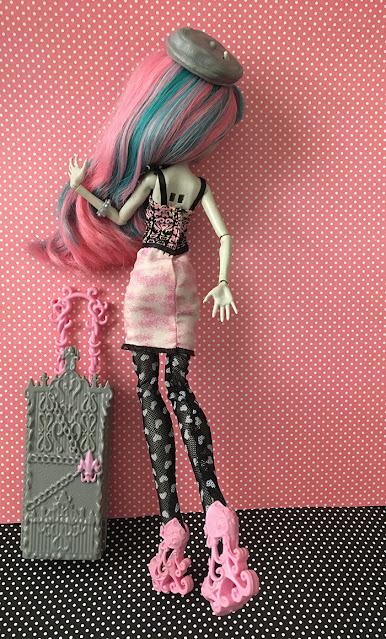 Boneca Rochelle Goyle de costas