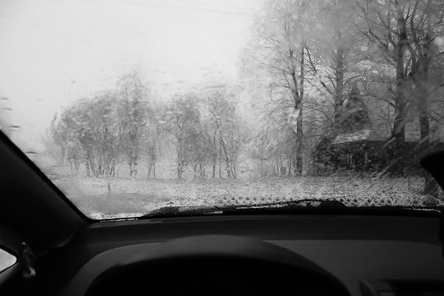 Czerwienne, Małopolska, Polska. Zima. Czarno-biała fotografia krajobrazu. fot. Łukasz Cyrus
