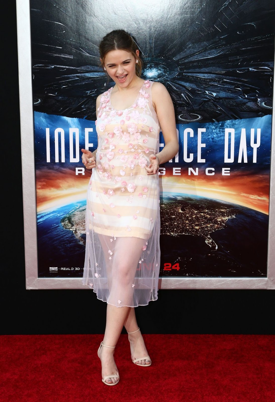 HQ Photos of Joey King at Independence Day Resurgence Hollywood Premiere