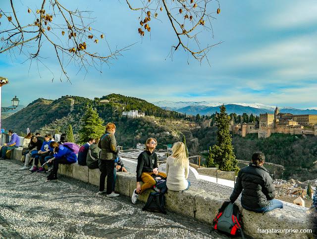 a Alhambra vista do Mirante de San Nicolás, no Albaicín, Granada