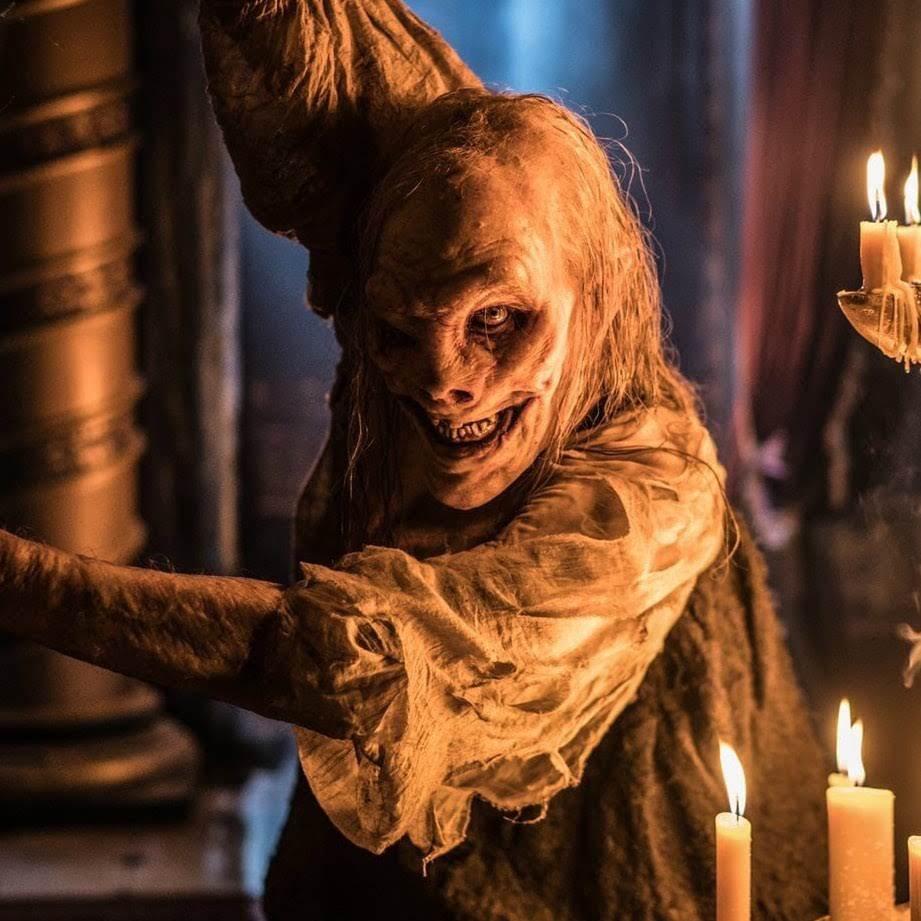 Hellboy : ニール・マーシャル監督のアンチ・ヒーロー映画「ヘルボーイ」が、赤い悪魔のデヴィッド・ハーバーと魔女のミラ・ジョヴォヴィッチの新しい写真をリリース ! !