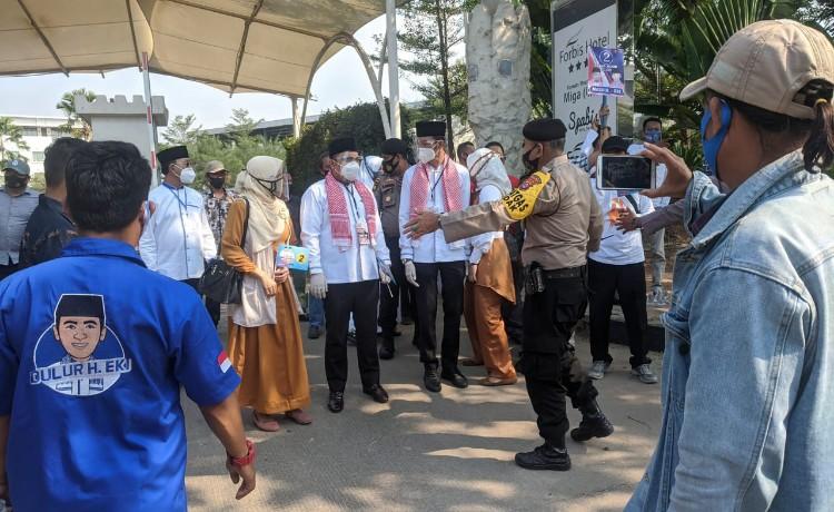 Berkerumun Saat Penetapan Nomor Urut, Pendukung Nasrul-Eki Dibubarkan Petugas