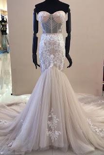 Hochzeitskleid Stoff und Dekorationen