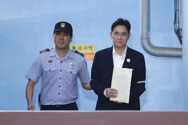 صـور.. الحكم بسجن رئيس سامسونغ 5 سنوات بتهمة الرشوة والاختلاس
