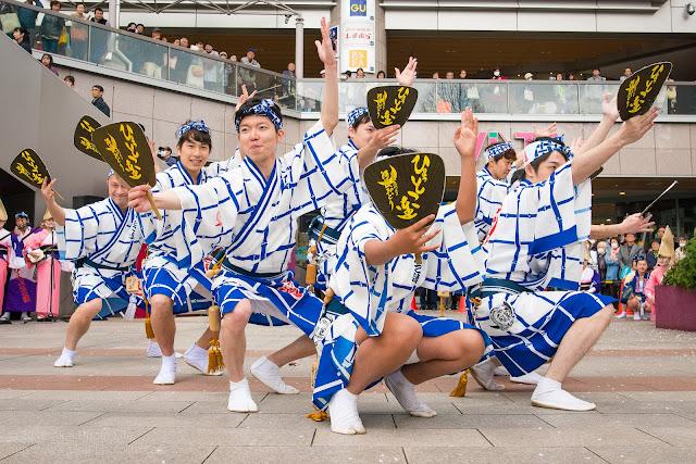 ひょっとこ連の阿波踊りの写真