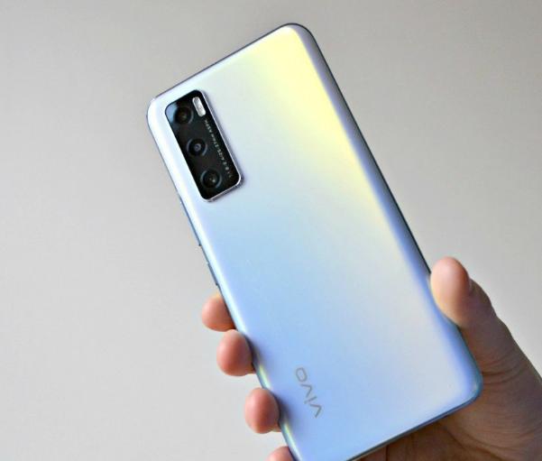 سعر ومواصفات هاتف Vivo Y70