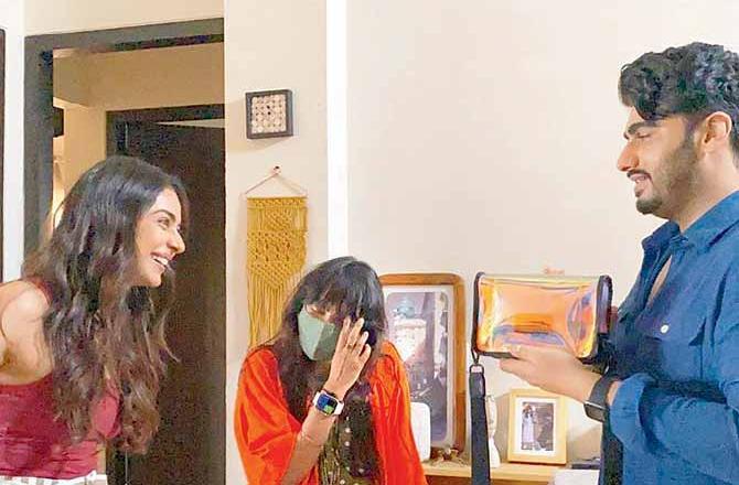 रकुल प्रीत सिंह की 'अर्जुन कपूर के साथ उनकी आने वाली फिल्म से मुख्य किरदार' हमें ZNMD की बागवती की याद दिलाती है