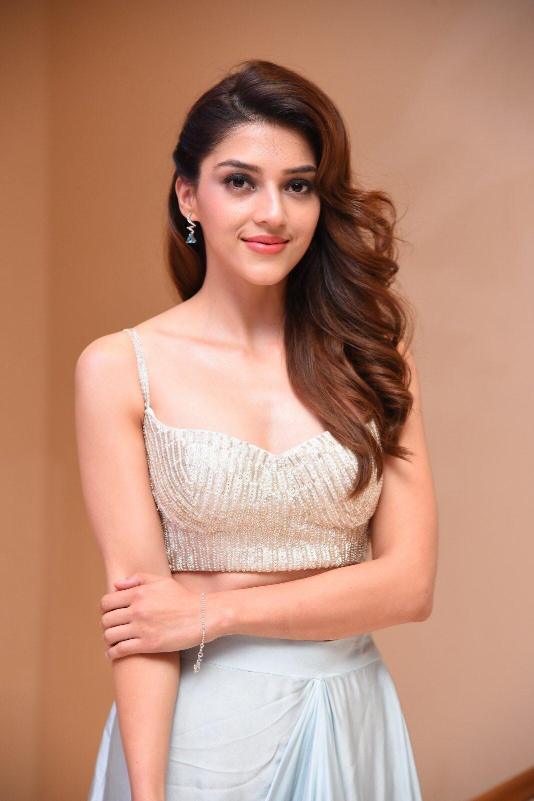 Mehreen Kaur Pirzada Stills At Manchi Rojulochaie Movie Intro Look Launch