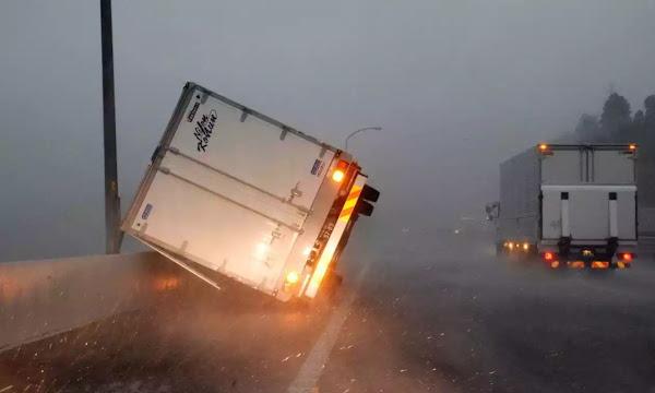 Ιαπωνία: Φονικός τυφώνας πλήττει το Τόκιο - Μια νεκρή (vid)