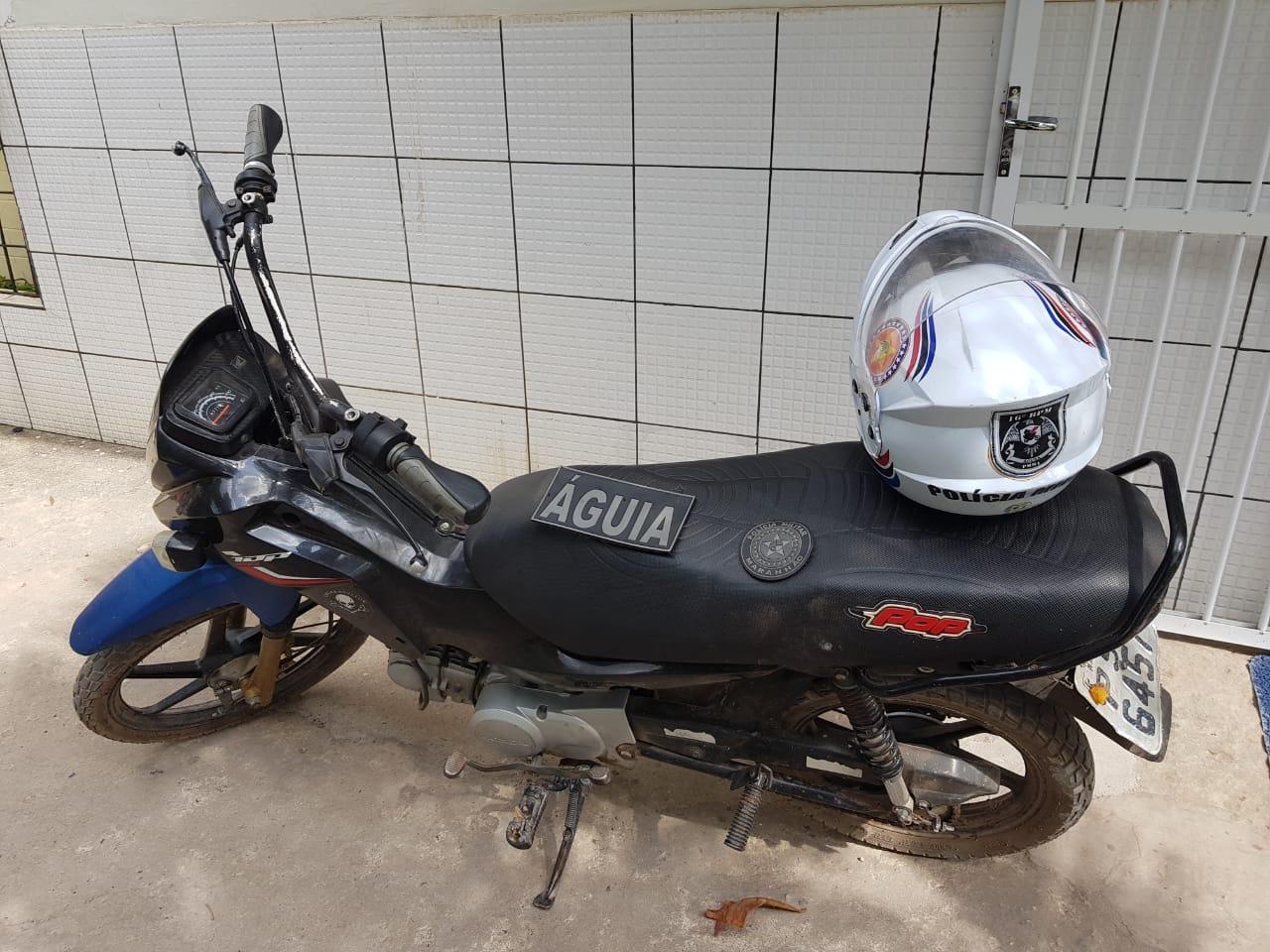 Polícia Militar recupera motocicleta roubada usada para prática de assalto em Chapadinha.